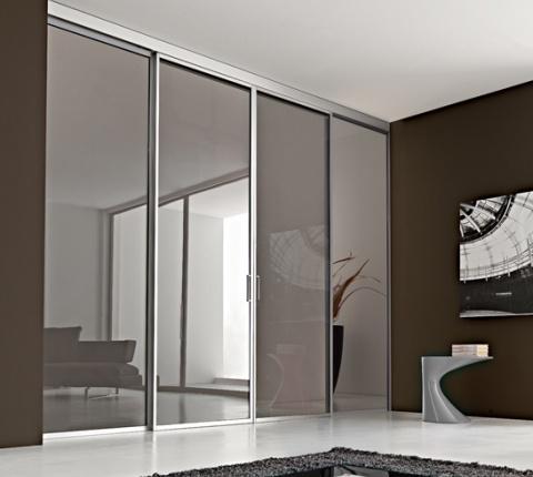 Puerta-corredera-a-techo-vidrio-aluminio